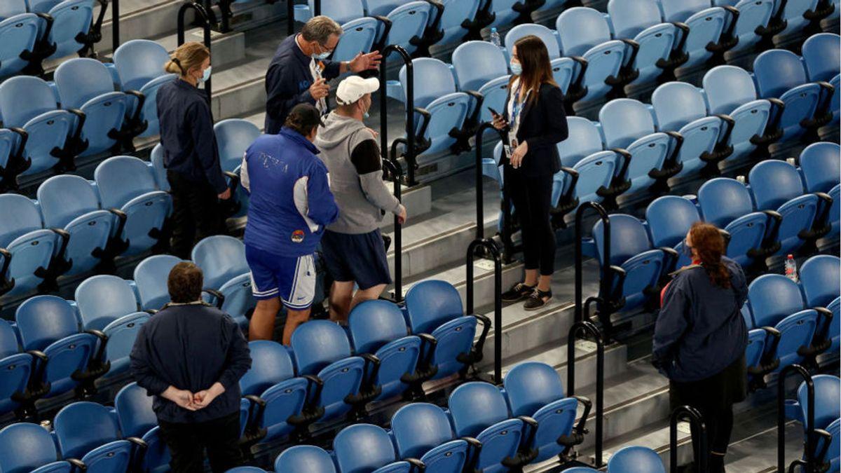 """Desalojan al público a mitad del partido de Djokovic en el Open de Australia: """"O abandonáis o no seguimos"""""""