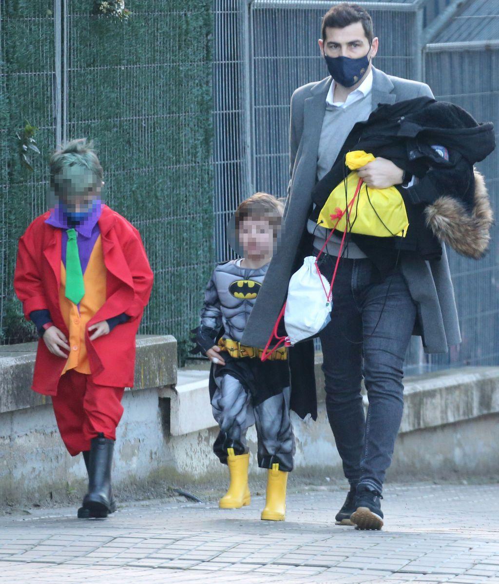 Iker Casillas ha llevado a sus hijos al cole justo antes de recoger a Sara Carbonero