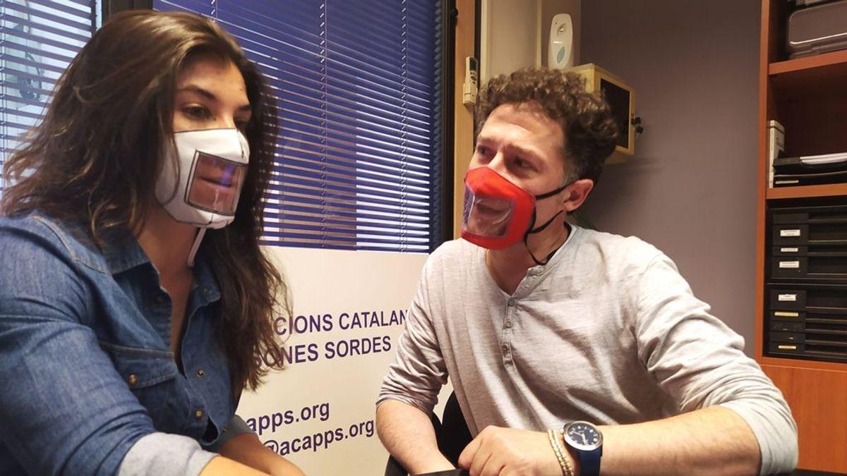 Consumo fija por primera vez los requisitos de las mascarillas para personas con sordera