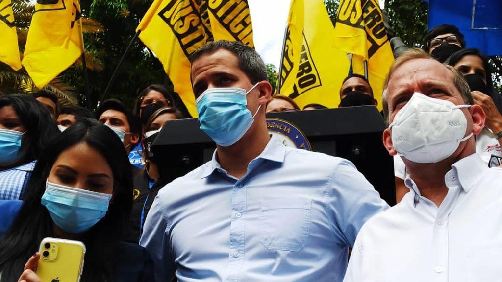 """Miles de jóvenes celebran """"el día de la Juventud"""" junto a Guiadó en Venezuela"""
