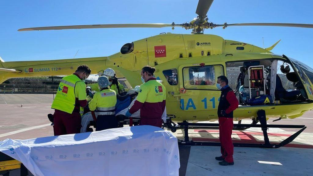 Herido grave un montañero tras clavarse un piolet en el pecho a causa de la caída de una ladera de hielo