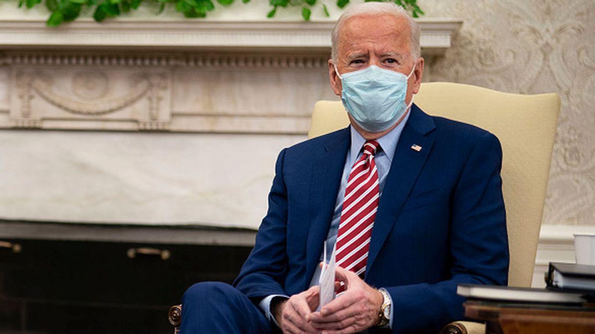 """Joe Biden estudia implantar el """"pasaporte covid"""" para viajar e incluso para actividades como ir al cine o a un estadio"""