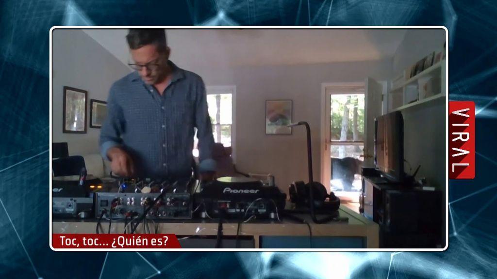Iker Jiménez alucina con el susto que se lleva un DJ