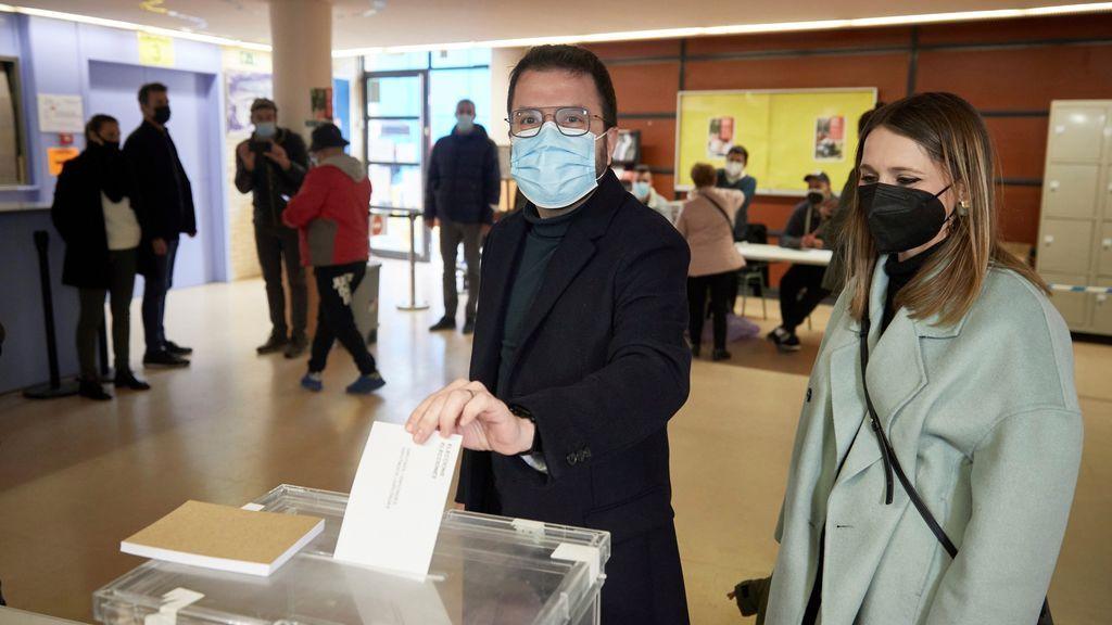 """Los candidatos a presidir el Parlament votan y llaman a la participación ciudadana: """"Votar es seguro"""""""