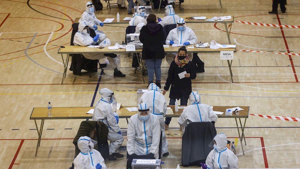 Las elecciones catalanas registran una participación del 53,5 %, la más baja de la democracia