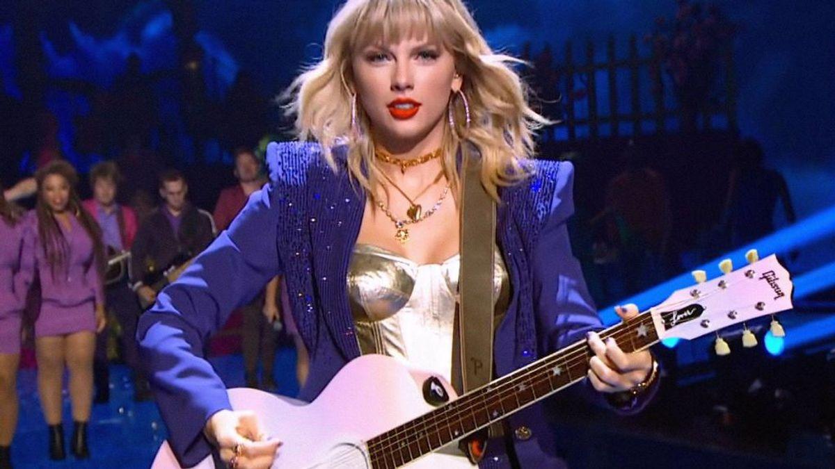 Taylor Swift tiene sus propios récord Guiness: es la persona más joven fichada por Sony y en componer sus canciones