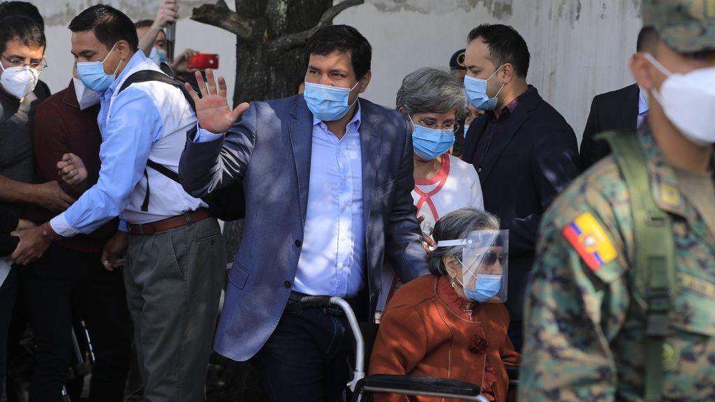 Ecuador: recuento de seis millones de votos y acusaciones de financiación ilegal a Araúz