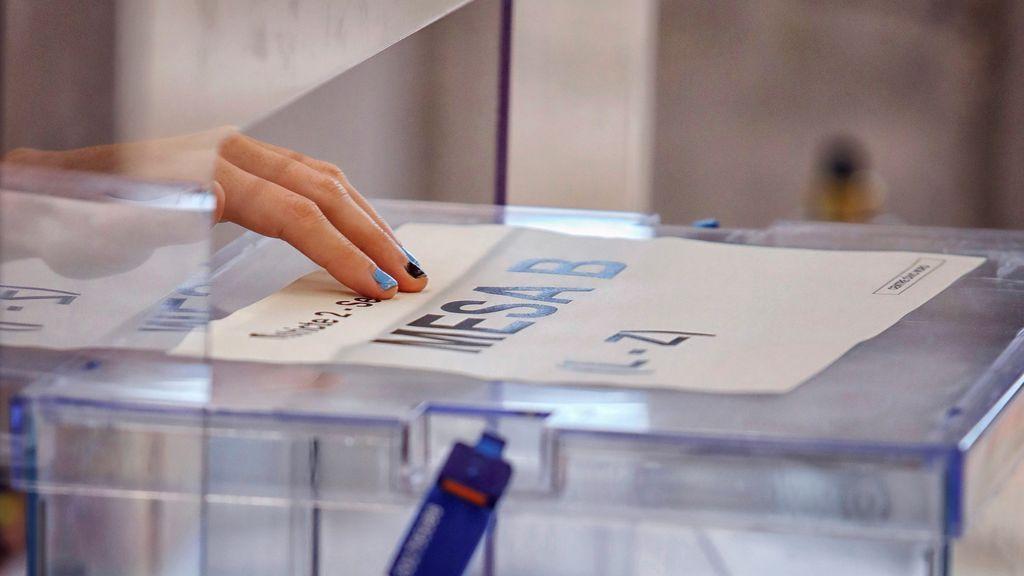 """El voto del abuelo Joaquim en las elecciones del virus: """"Soy el más viejo del barrio"""""""