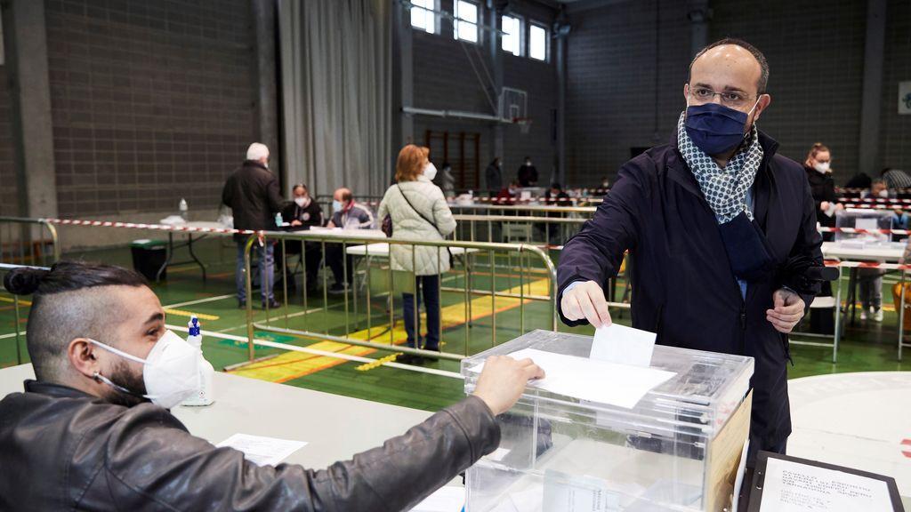 Alejandro Fernández vota en Tarragona y anima a los catalanes a participar en las elecciones
