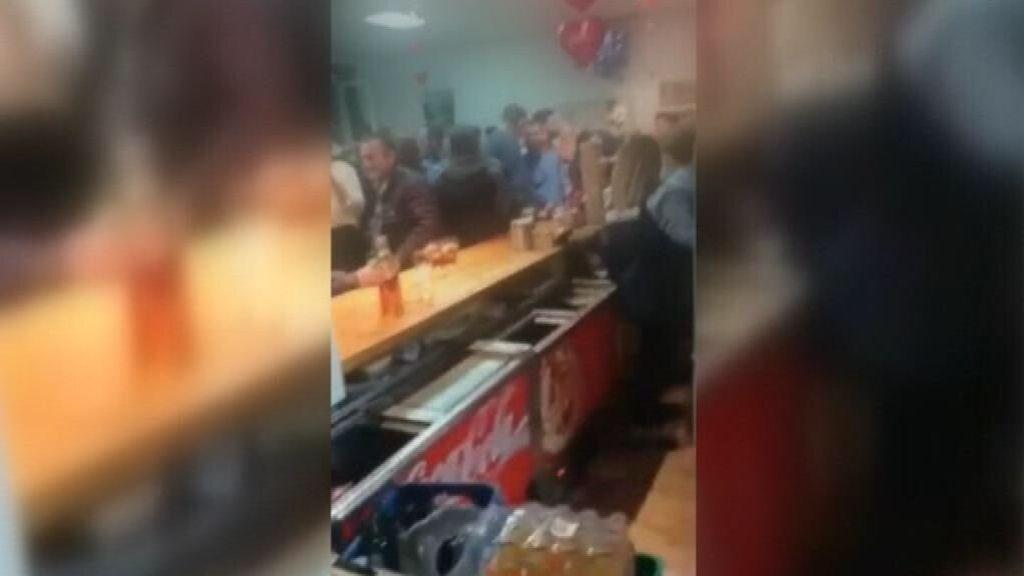 """Descubren una fiesta ilegal en un bar considerado """"esencial"""" en un pueblo de Granada"""