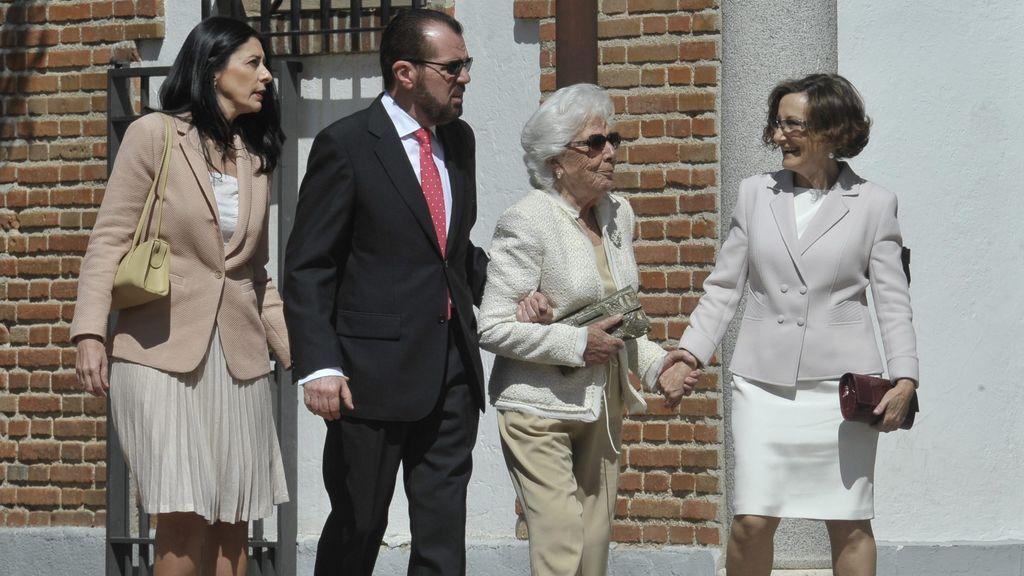 Ana Togores, Jesús Ortiz, la abuela Menchu y Paloma Rocasolano, en la comunión de Leonor