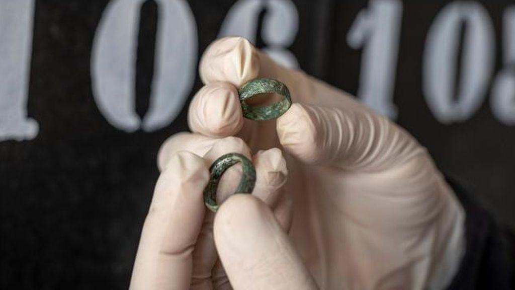 Identifican por dos anillos de compromiso a un militar fusilado por el franquismo durante la Guerra Civil