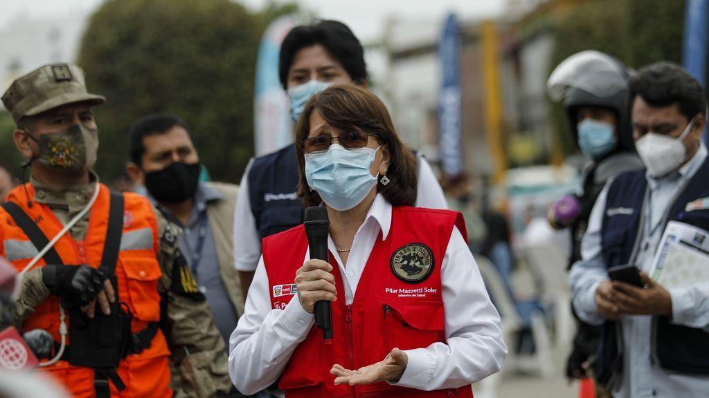 """""""El peor error de mi vida"""": las disculpas de la exministra peruana por saltarse la cola de la vacuna"""