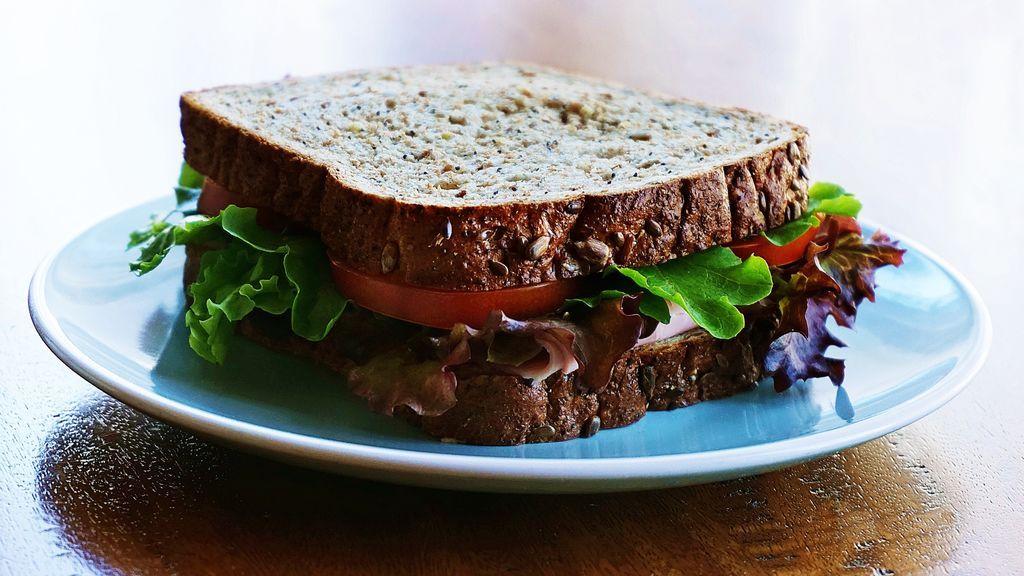 ¿Realmente cenar un sándwich adelgaza?