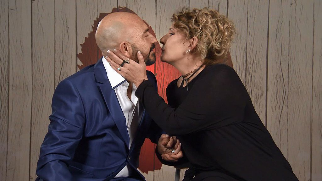 Imagen de Mar y Charly en el programa 'First Dates'