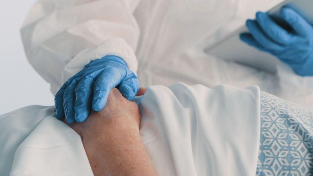 Mueren de coronavirus con 25 horas de diferencia tras 67 años de matrimonio
