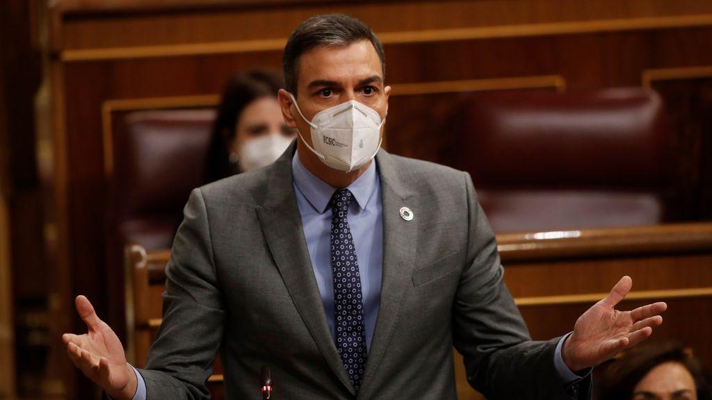 """Sánchez pide a Casado que abandone """"el camino de la perdición"""" por su """"complejo"""" con la ultraderecha"""