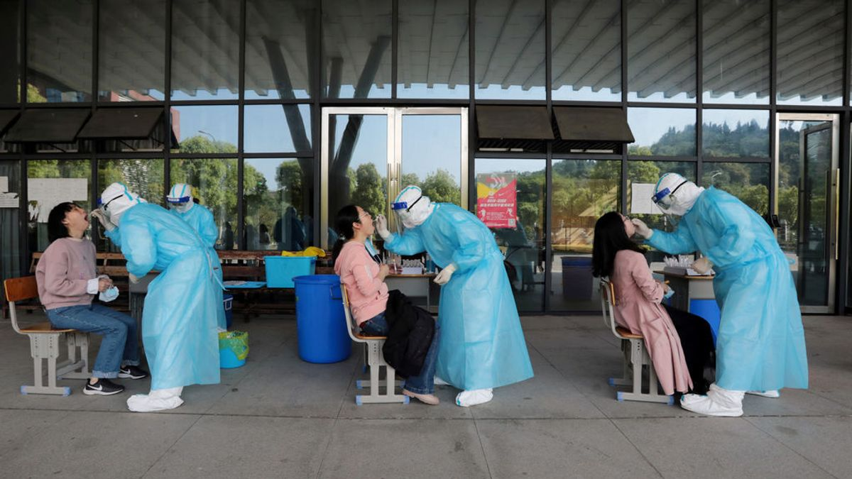 Los contagios bajan por primera vez en la pandemia en todo el mundo y aún falta el 'efecto vacuna'