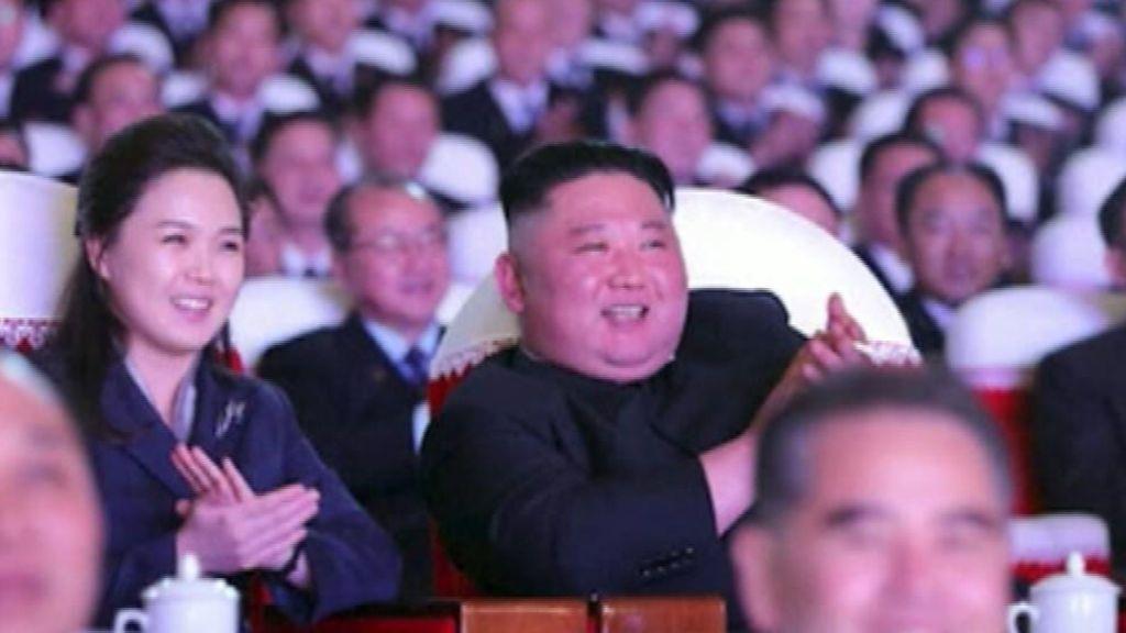 La esposa del líder norcoreano reaparece un año después