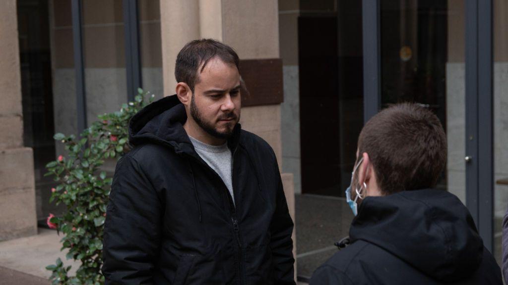Pablo Hasél durante la sua reclusione presso il Rettorato dell'Università di Lleida
