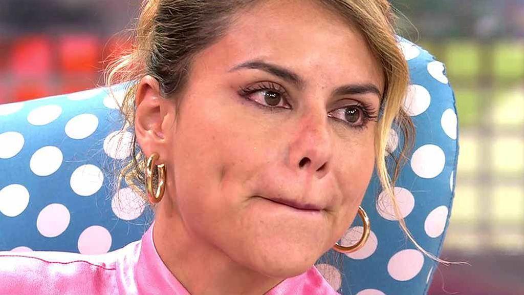 """Mónica Hoyos descubre en directo que su novio podría estar en busca y captura: """"Estoy flipando"""""""