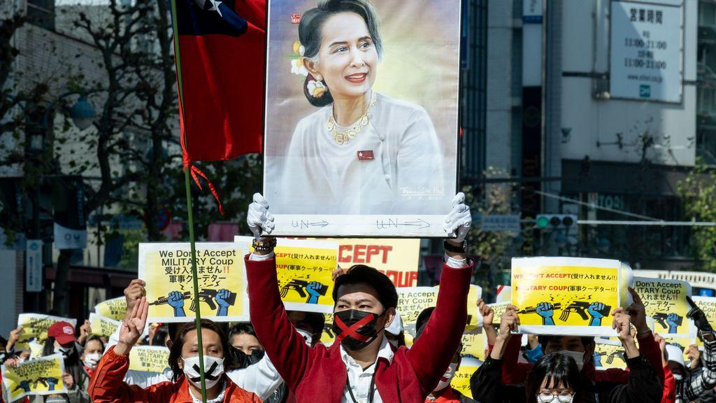Suu Kyi comparece ante la justicia militar un día antes de lo previsto y sin su abogado