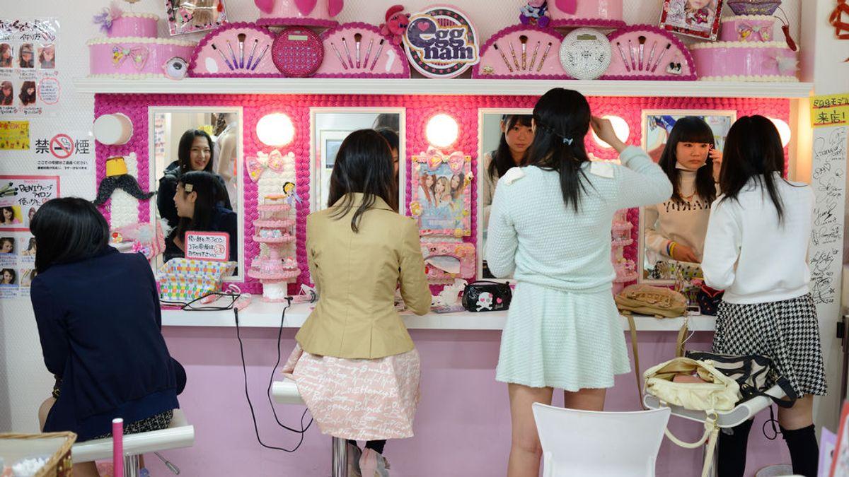 Japón: el caso de una estudiante obligada a teñirse de negro abre un debate sobre el estricto control en los colegios