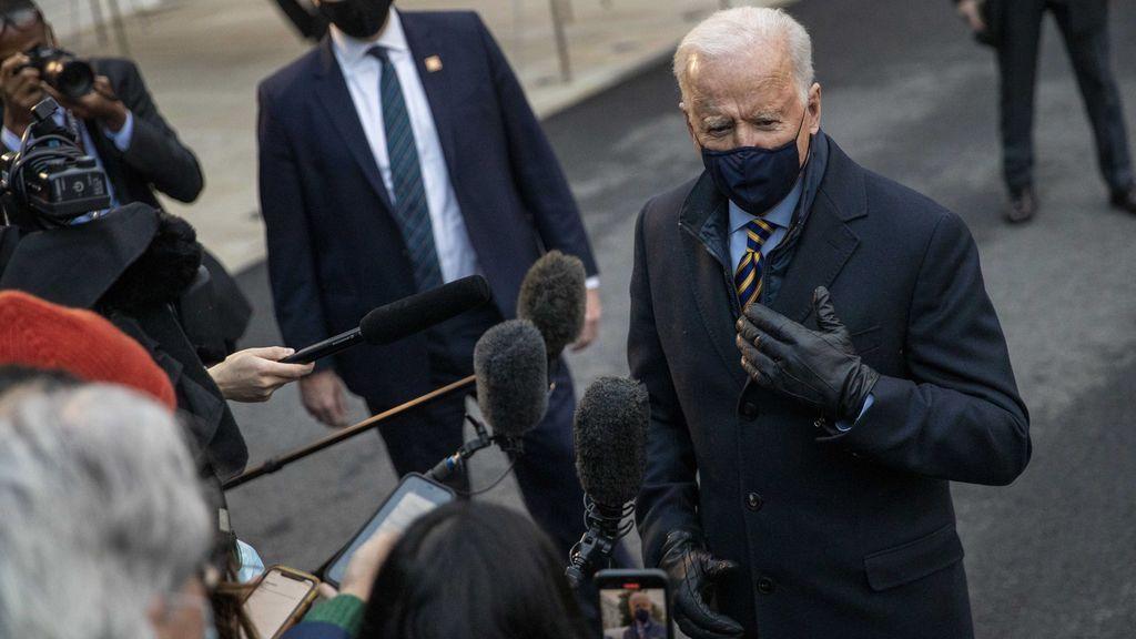 """Biden promete vacunar """"a todos los estadounidenses que lo deseen"""" para finales de julio"""