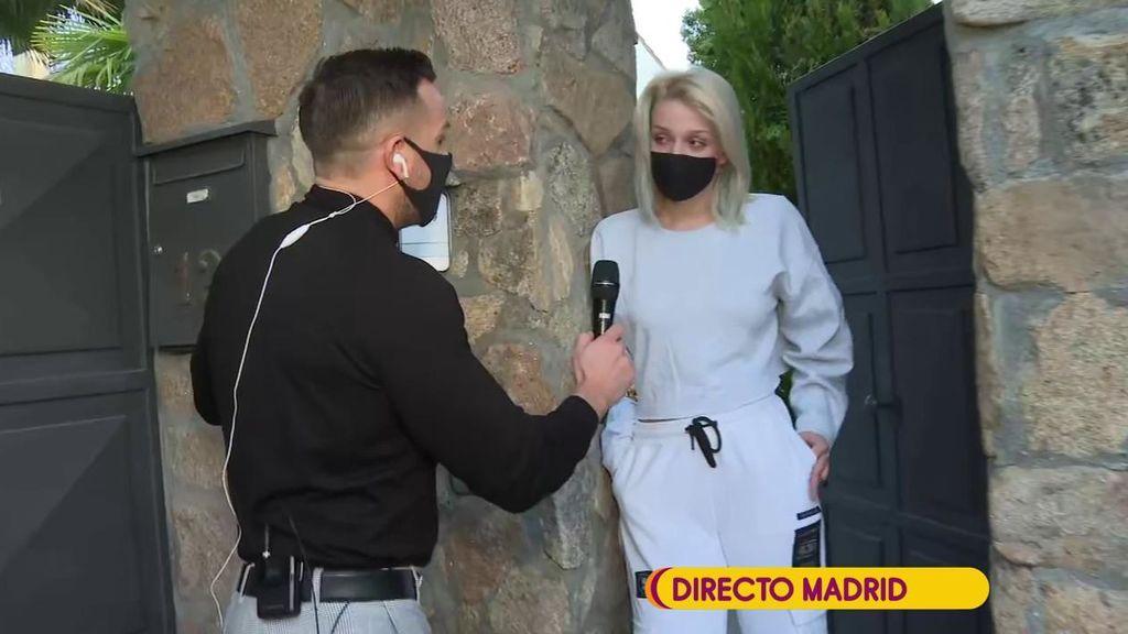 Zayra Gutiérrez junto a Rafa Mora a las puertas de su casa