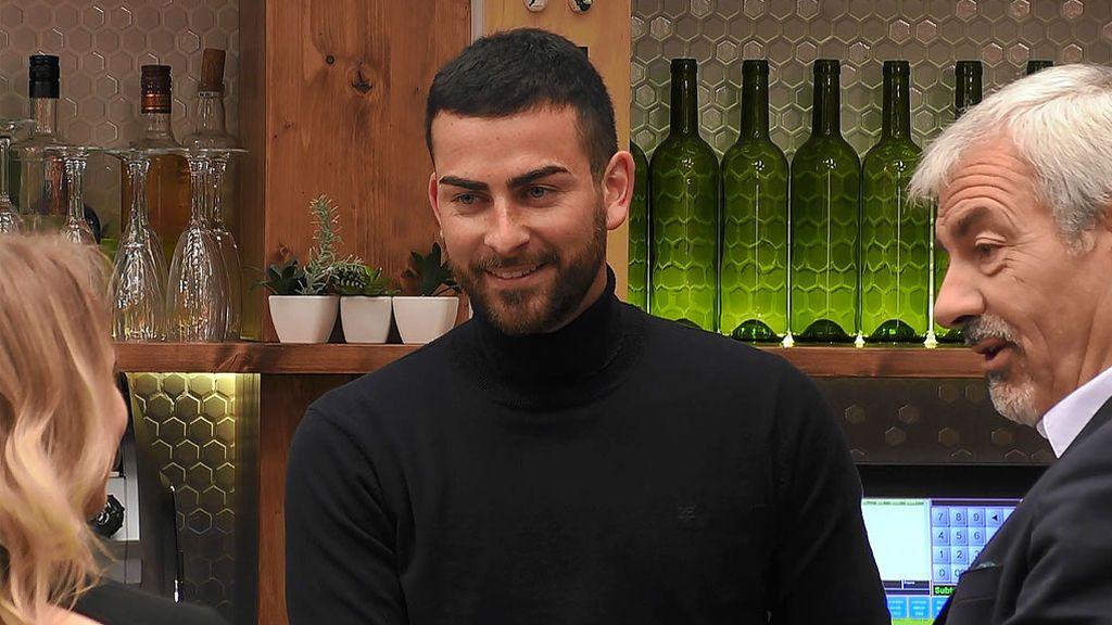 Imagen de Adrián en el programa 'First Dates'