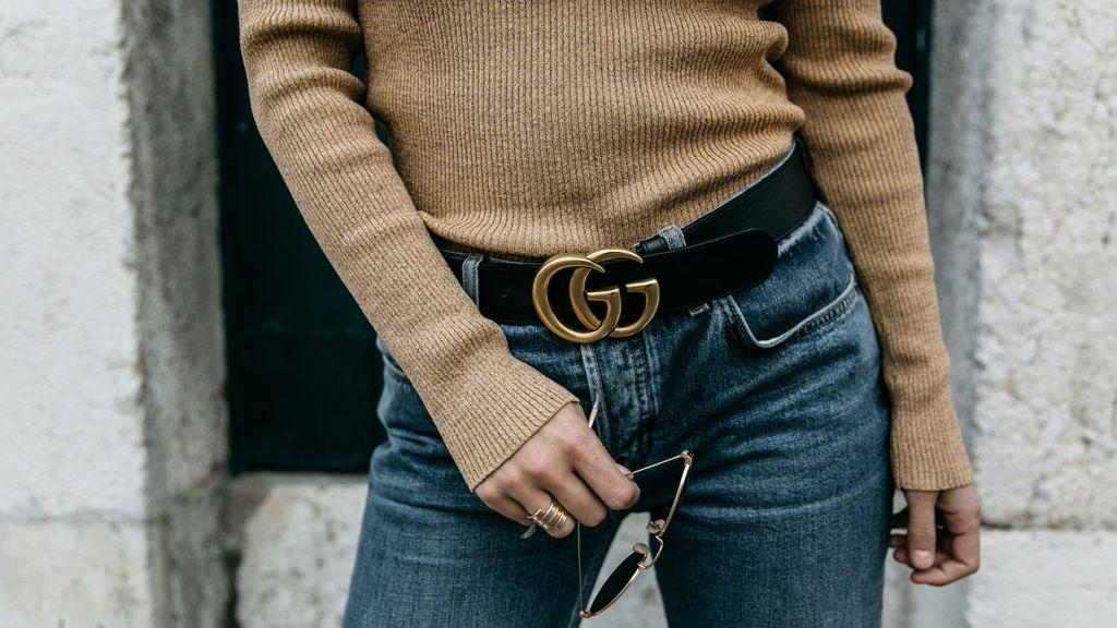 Los cinturones con logo también serán un fondo básico de armario.