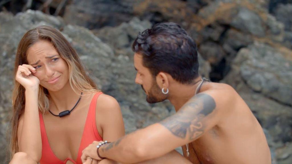 Claudia duda de su relación con Raúl y confiesa sus sentimientos hacia Toni