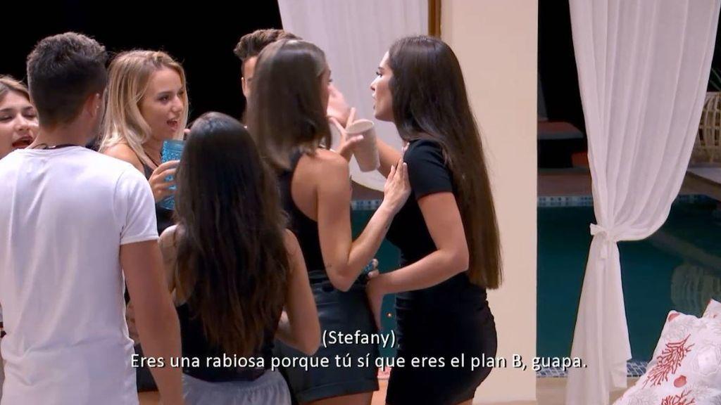 """Stefany se derrumba tras su tenso enfrentamiento con Jennifer: """"Estás rabiosa porque eres el plan B"""""""