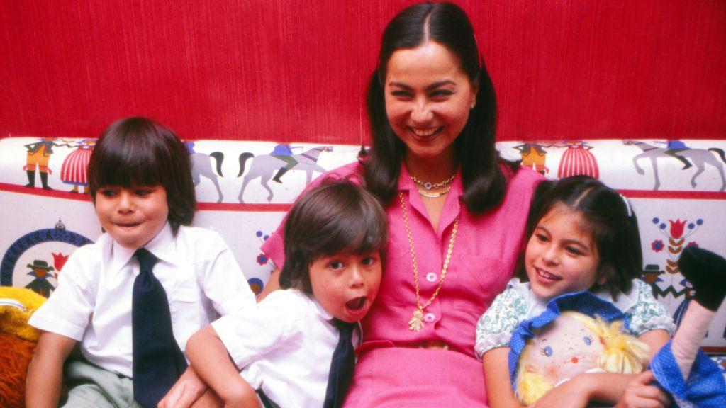 Isabel Preysler con sus hijos Chábeli, Enrique y Julio José