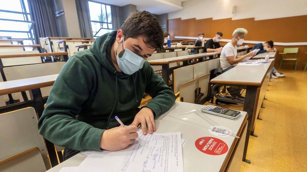 """Caterina Calsamiglia, experta en educación: """"En España los exámenes no entrenan a pensar a los alumnos"""""""