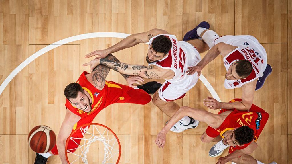 España se lleva el partido ante Polonia tras un último minuto de infarto