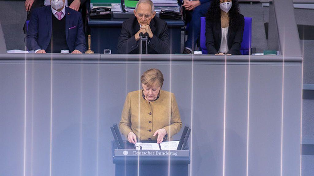 """El nuevo líder de la CDU desafía a Merkel retomando su discurso """"relajador""""  contra el coronavirus"""