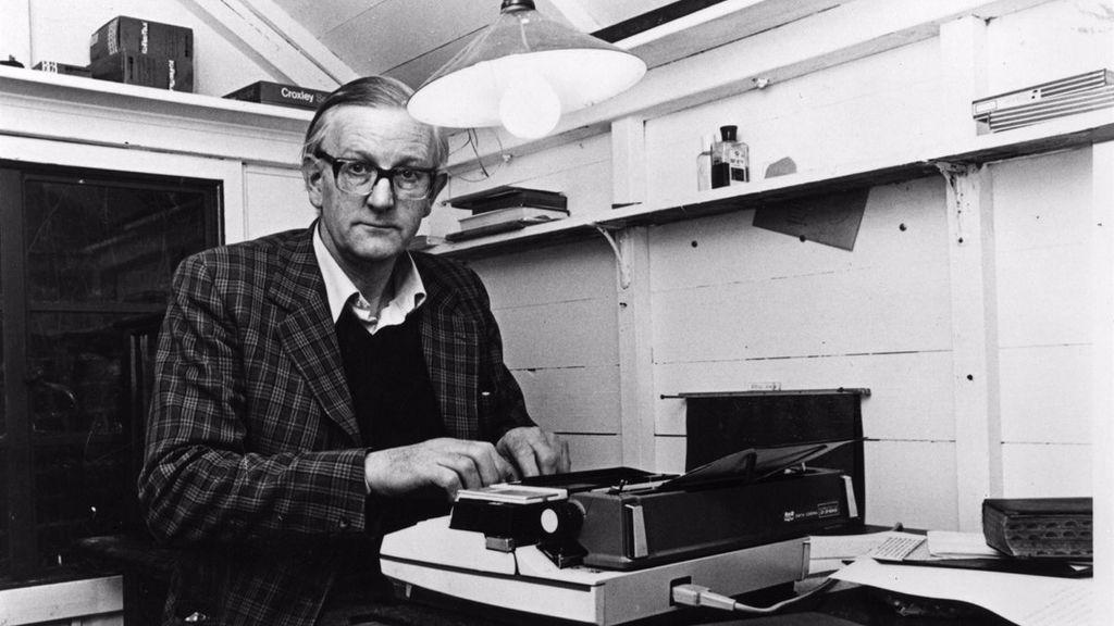 """El Hotel Llevant rinde homenaje a Tom Sharpe: """"El escritor británico forma parte de la historia del hotel"""""""