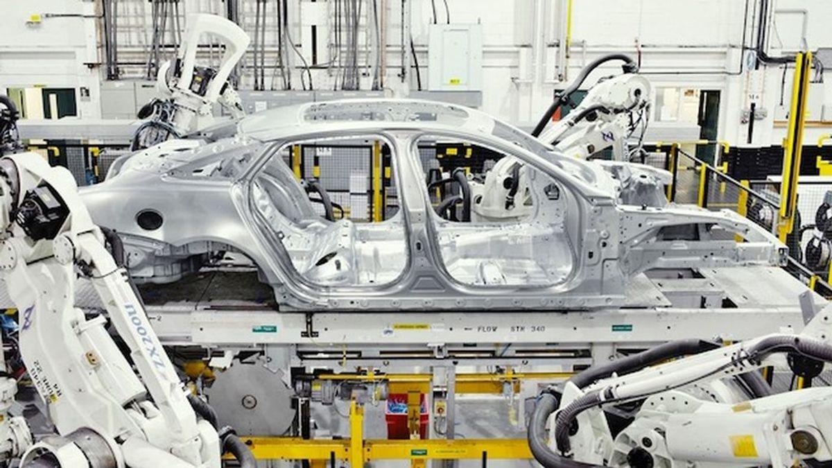 La amenaza 'fantasma' para la producción de vehículos: la subida de un 40% del precio del acero y el aluminio