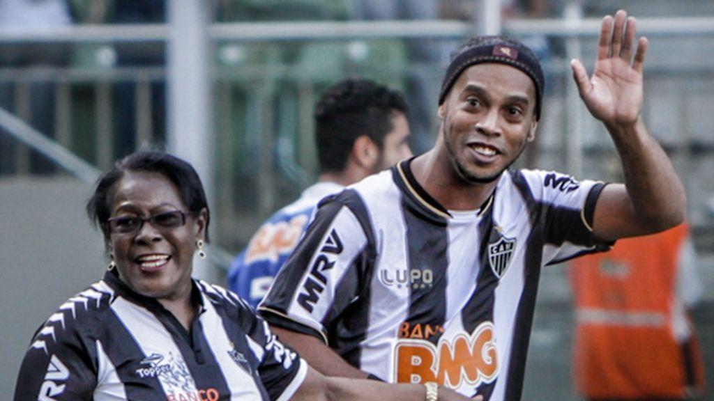 Muere la madre de Ronaldinho tras no superar el coronavirus
