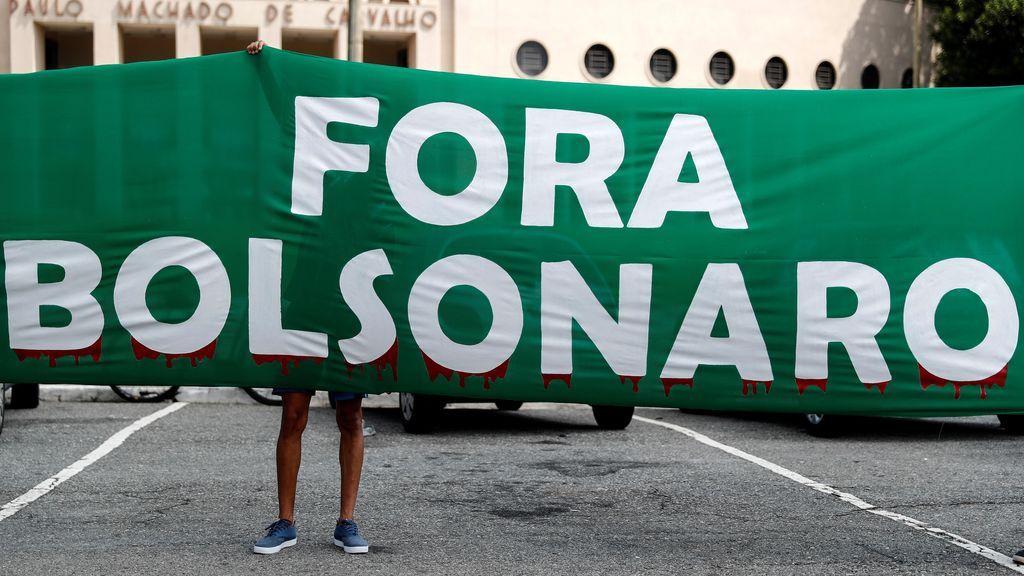 Activistas participan en una manifestación para pedir la destitución del presidente brasileño, Jair Bolsonaro