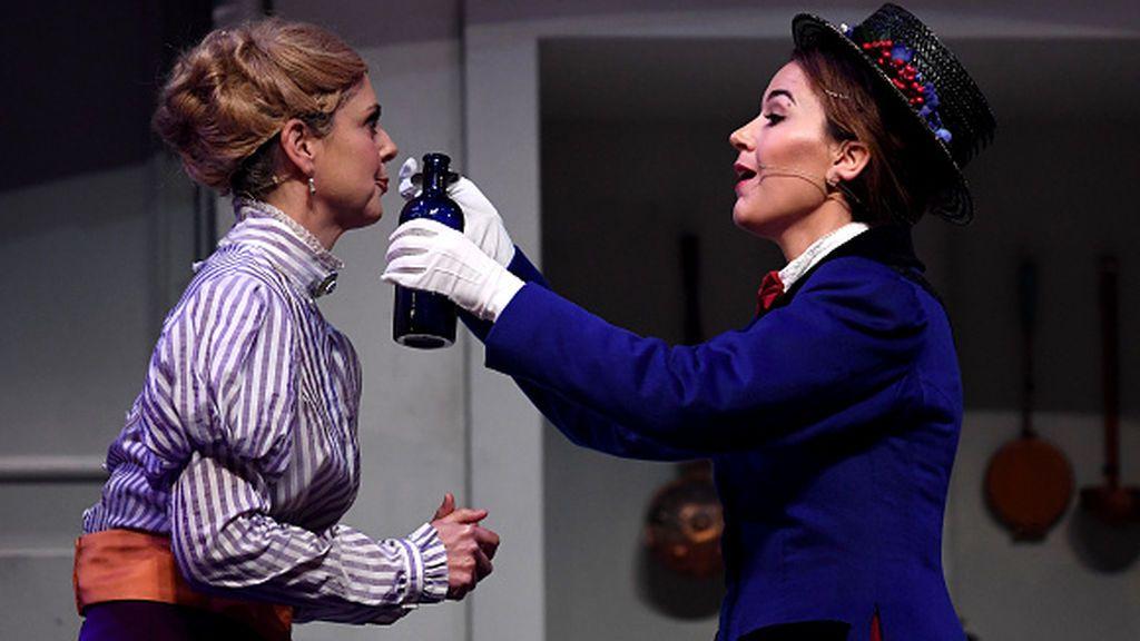 """El covid dispara la demanda de """"Mary Poppins"""" modernas para educar a los niños ingleses"""