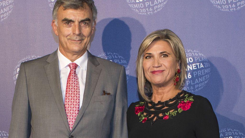 Julia Otero con su marido, Josep Martínez, en los premios Planeta 2016