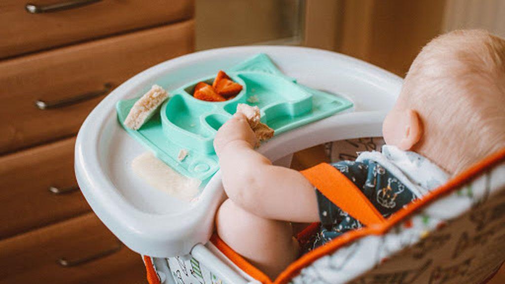 Tronas para bebés, desde las evolutivas a las más clásicas: todo lo que debes saber sobre este elemento fundamental en la alimentación del pequeño.