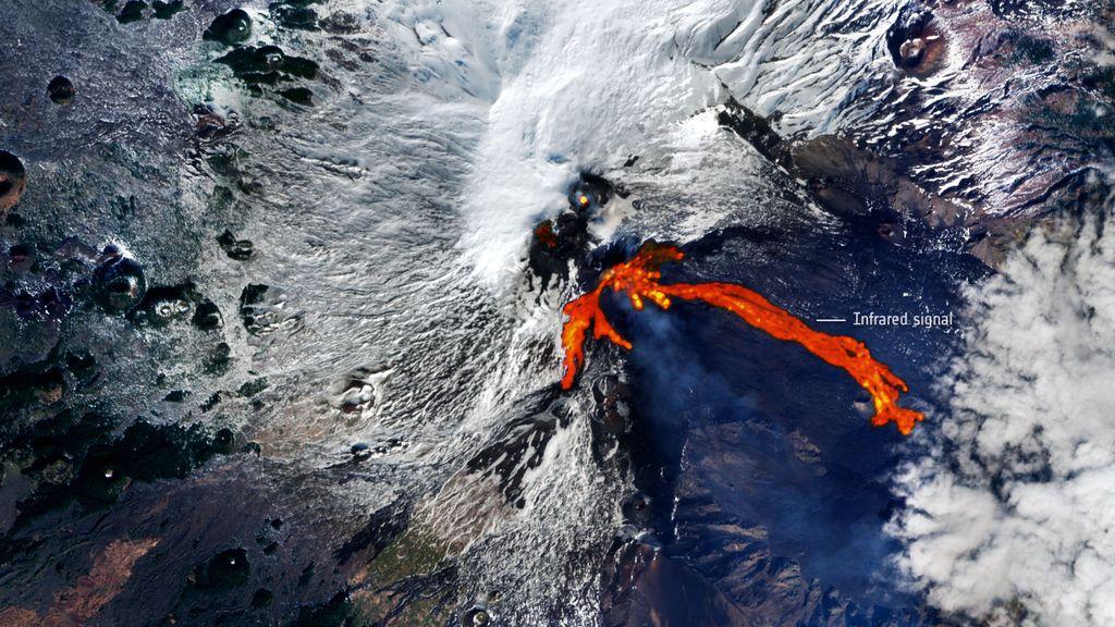 Los ríos de lava del volcán Etna, visibles desde el espacio