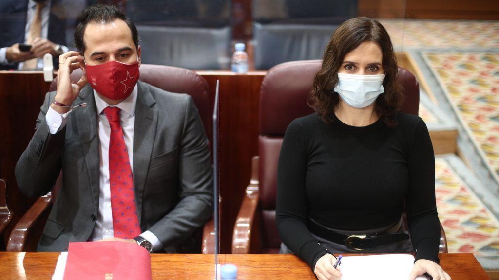 """Bronca en Madrid: Ayuso dice que """"preside de facto"""" una fusión de PP y C's en Madrid y Aguado lo tacha de """"oportunista"""""""