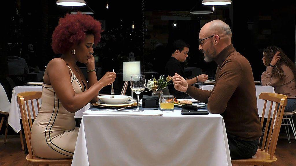 Imagen de Antonio y Paula en el programa 'First Dates'