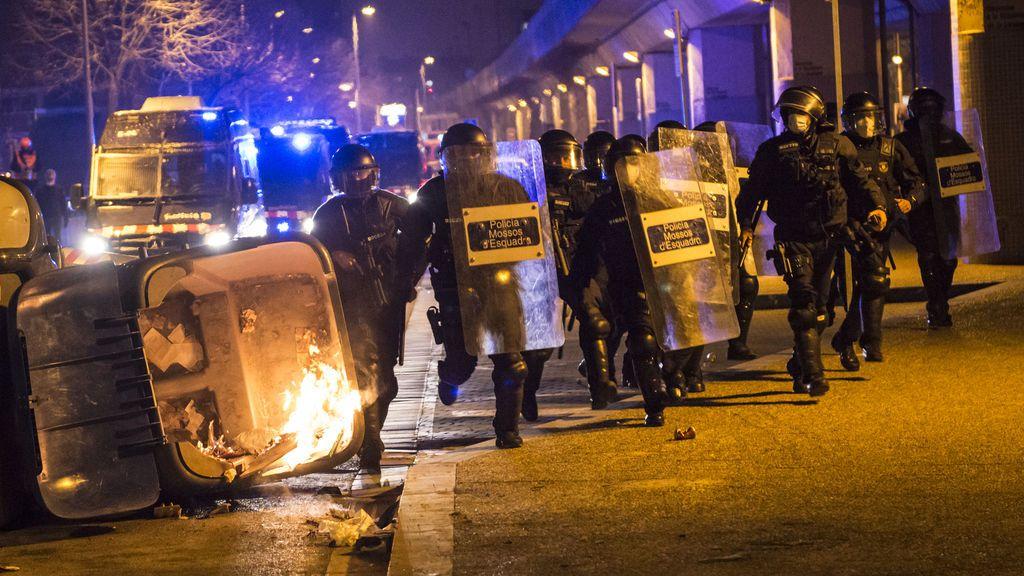 """Los Mossos se sienten desemparados: """"Estamos solos en la calle sin apoyo, medios ni herramientas"""""""
