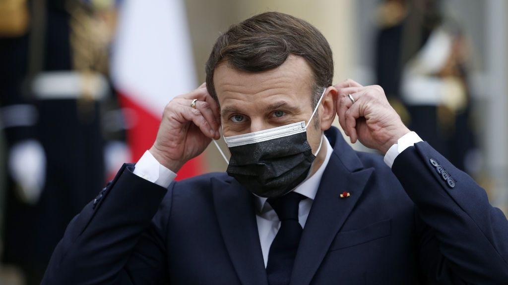 Macron usa a dos famosos 'youtubers' para recordar los 'gestos barrera' contra el virus