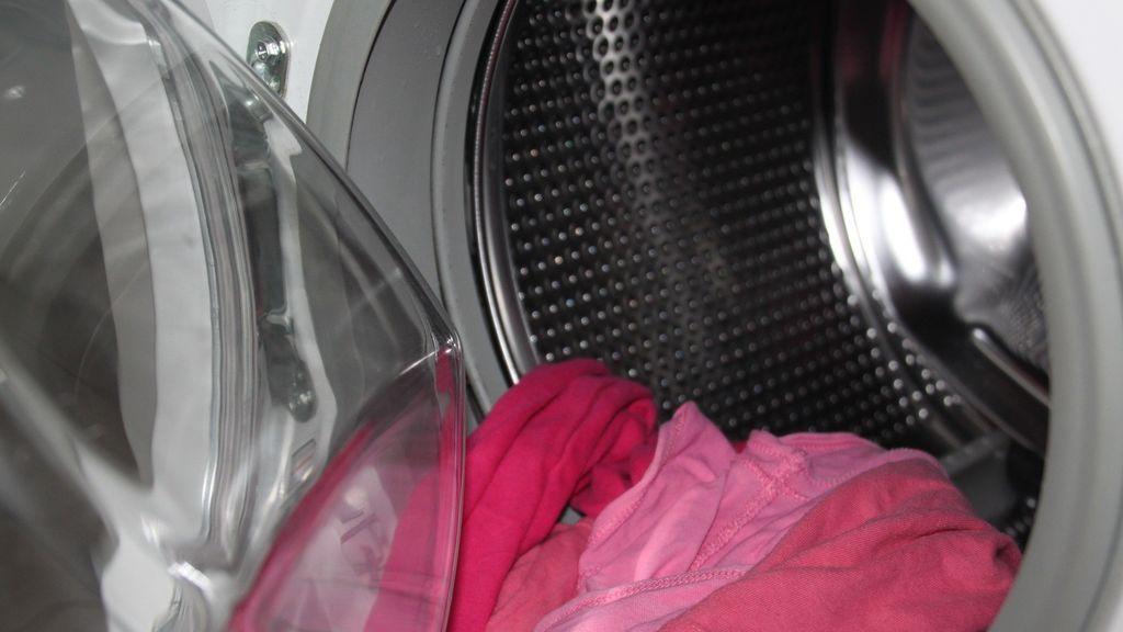 Muere un niño pequeño atrapado en una lavadora en marcha: se metió dentro sin ser visto